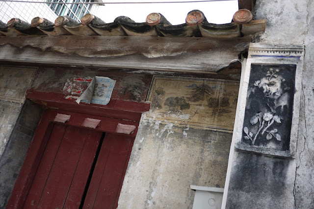 detailes around a door in Hetoupu, Zhuhai, China