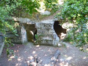 Photo: Une grotte aménagée sur le GR2
