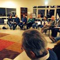 חברי הקהילה בפגישה עם מבקשי מקלט מאריתריאה. Community members at a meeting with asylum seeking refugees from Eritrea.