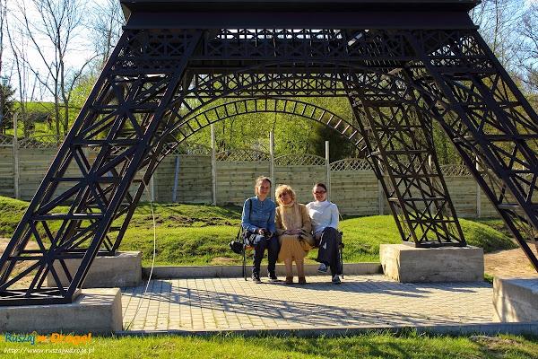 Kaszubski Park Miniatur Strysza Buda - pod wieżą Eiffla