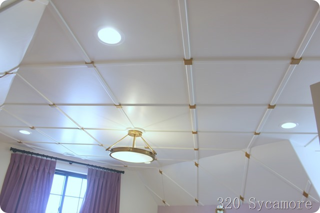 ceiling pattern white gold