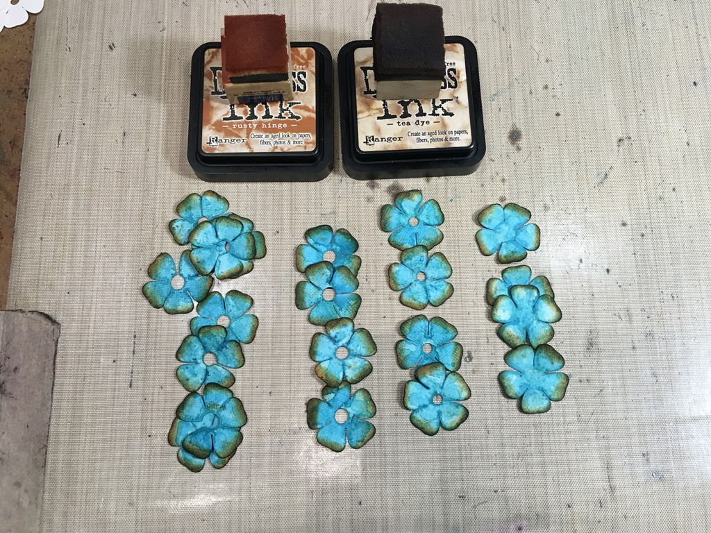 [29+Distressing+the+Small+Turquoise+Roses%5B5%5D]