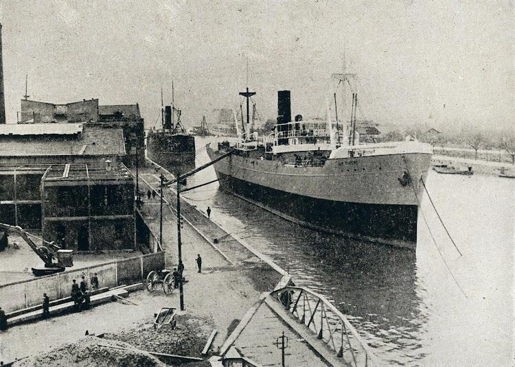 El MAR TIRRENO listo para pruebas de mar. Muelles de Euskalduna. Del libro LA INDUSTRIA NAVAL VIZCAINA.JPG
