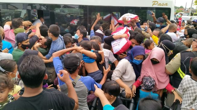 Tak Kaget Jokowi Kembali Picu Kerumunan, Kubu HRS: Penegak Hukum Sudah Terbiasa dengan Diskriminasi!