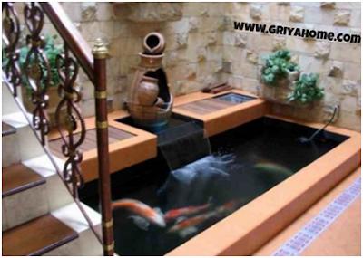 Interior Kolam Ikan di Samping Tangga