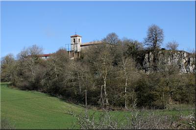 Vistas de la iglesia de San Pedro desde la carretera