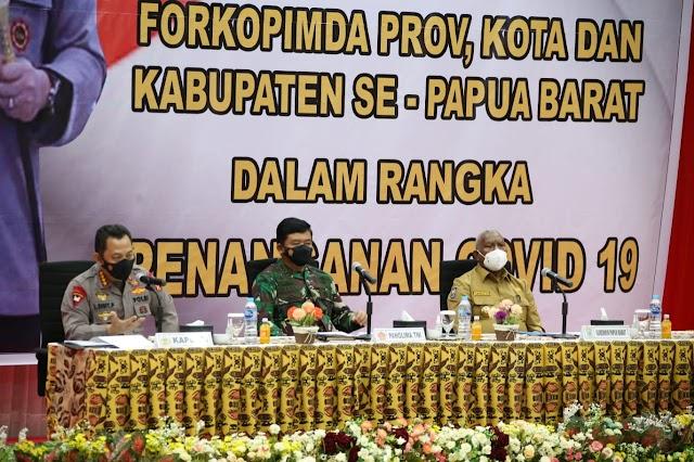 Kapolri Minta Terapkan Pendekatan Adat Istiadat di Papua Barat