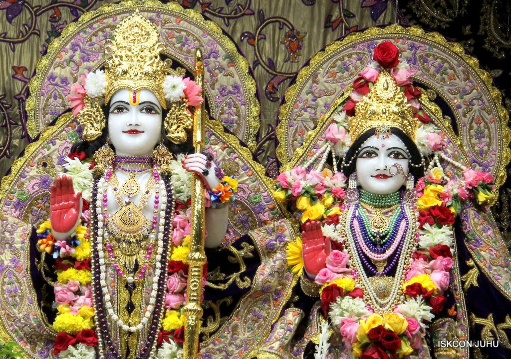 ISKCON Juhu Sringar Deity Darshan on 22nd Oct 2016 (42)