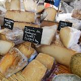kaas op de markt.jpg