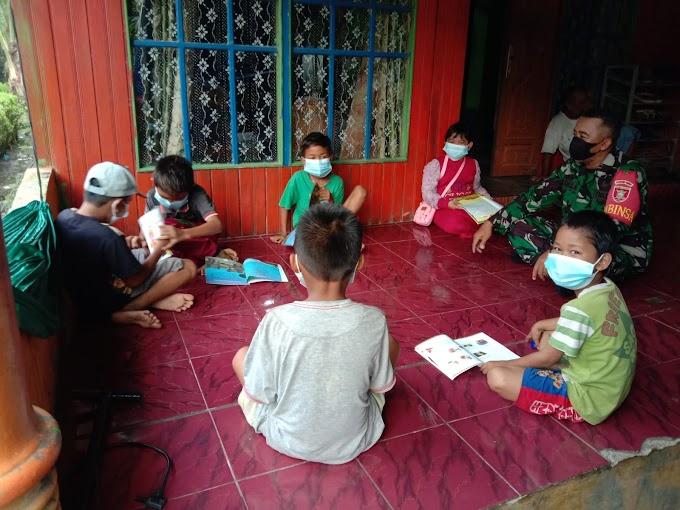 Hadir di Kasarangan, Perpustakaan Keliling dimanfaatkan Anak - anak untuk Belajar