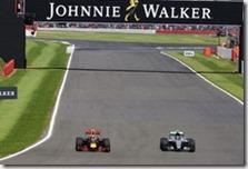 Il sorpasso di Nico Rosberg a Max Verstappen nel gran premio di Gran Bretagna 2016