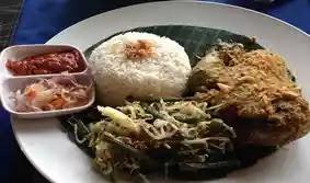 Banyaknya destinasi di wilayah bali yang terkenal akan alamnya dan lautnya yang indah mem 5 Tempat Wisata Kuliner Bali Yang Enak Serta Murah