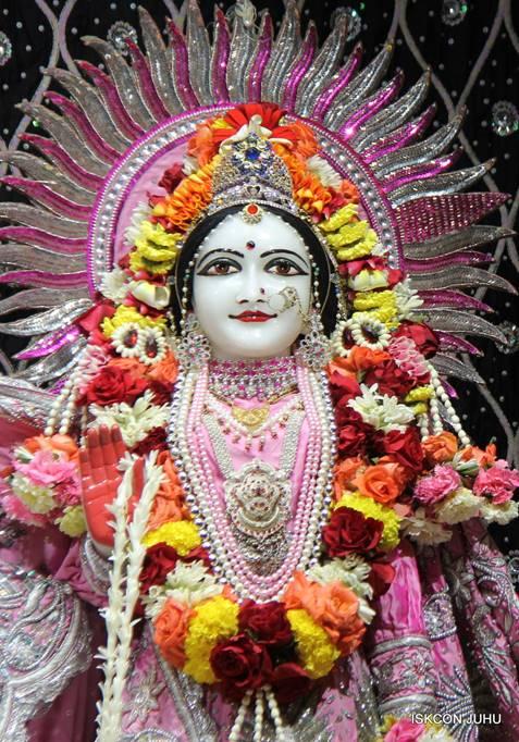 ISKCON Juhu Sringar Deity Darshan 05 Mar 2016 (21)