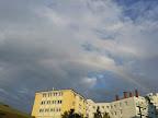 Ein Regenbogen zum Abschluss des Tages, der aber außer ein paar Regentropfen keinen nennenswerten Niederschlag brachte. Höchsttemperatur heute bein26.6°C #Wetter #Wien #Wetterwerte