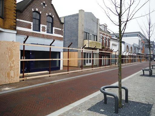 2015  10 april afzeting wordt gezet voor sloop panden Beatrixstraat.jpg