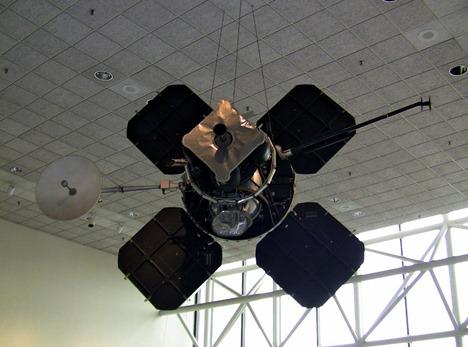 Lunar_Orbiter_NASM_med