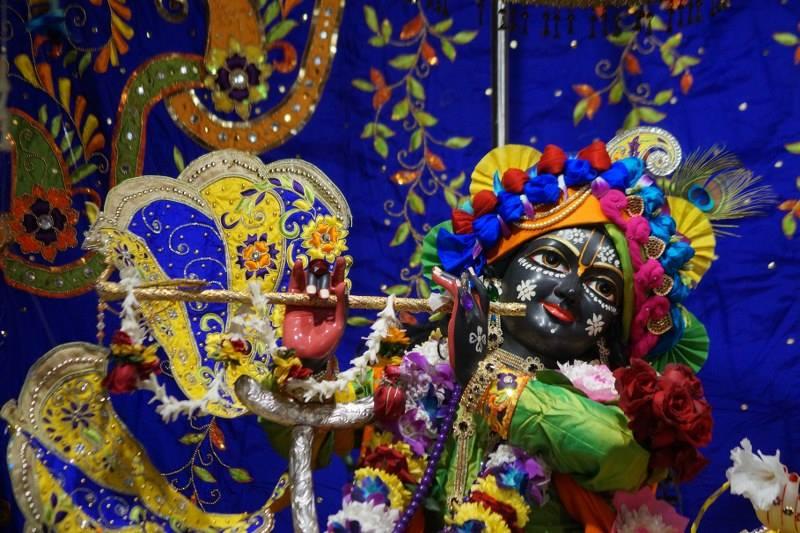 ISKCON Noida Deity Darshan 01 Jan 2017 (2)