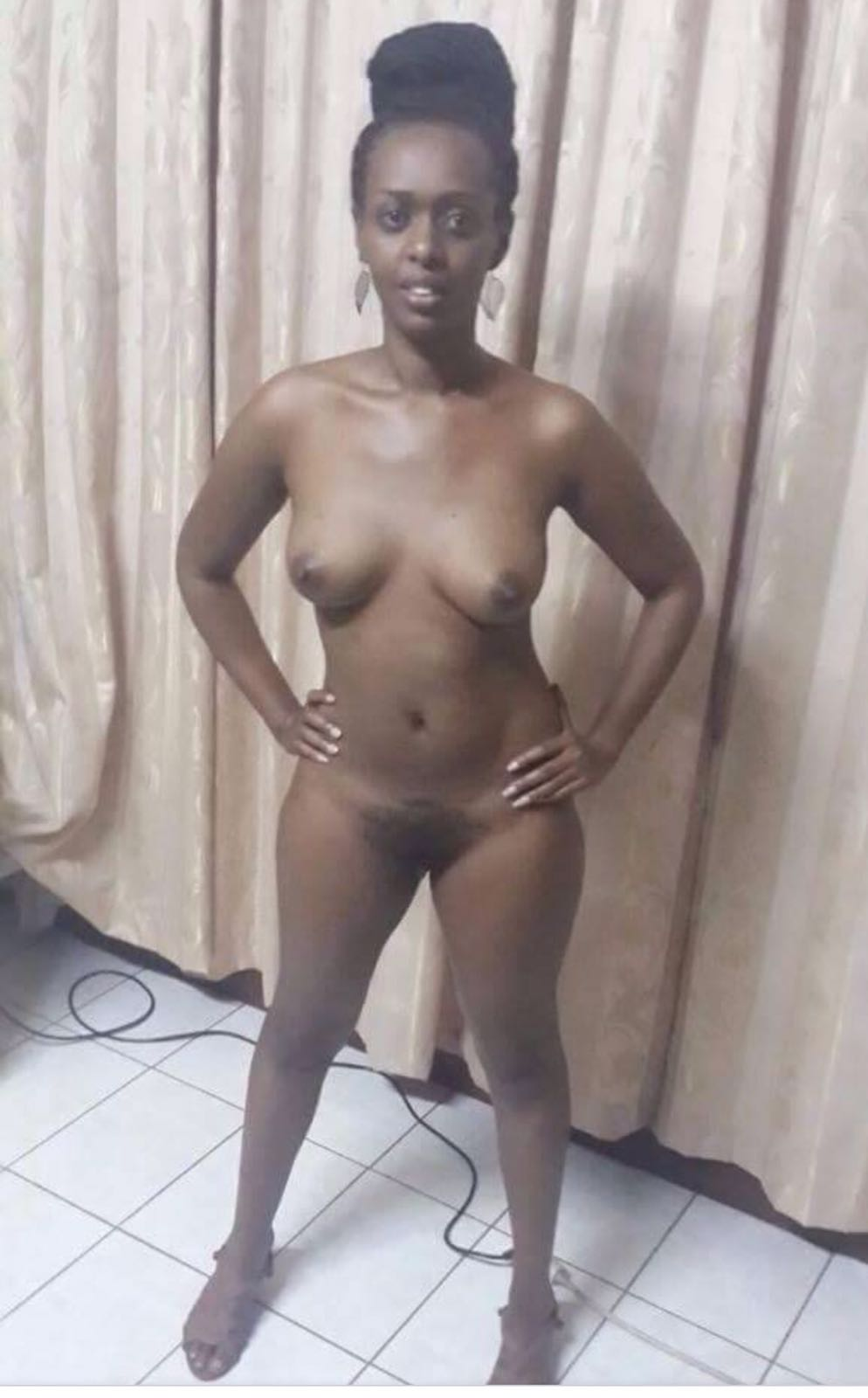 photos nude Rwandese lady