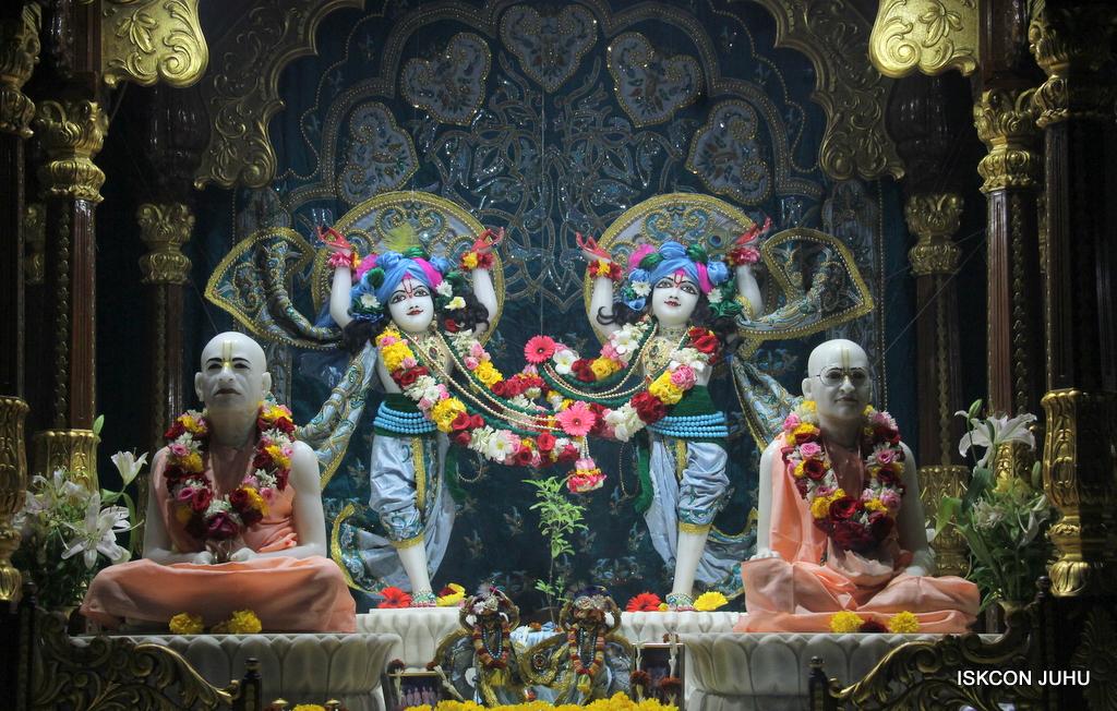 ISKCON Juhu Sringar Deity Darshan on 25th Oct 2016 (40)