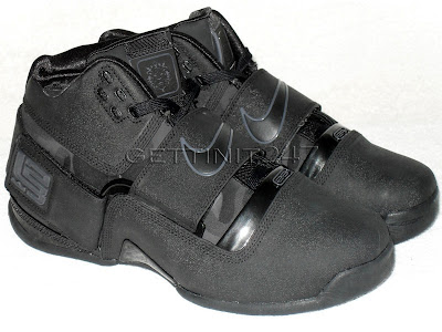 nike zoom soldier pe black ops 1 02 Throwback Thursday: Nike Zoom LeBron Soldier Black Ops PE