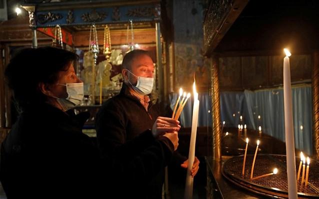 Το ΦΕΚ για τα μέτρα κατά τη διάρκεια των εορτών – Τι ισχύει για τις εκκλησίες