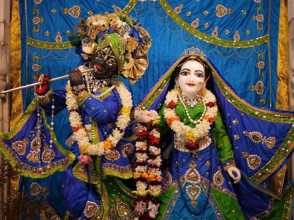 ISKCON New Govardhana Deity Darshan 09 Dec 2015 (5)