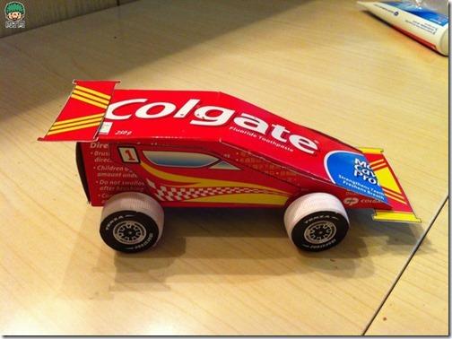 coche reciclado de caa de pasta de dientes (6)