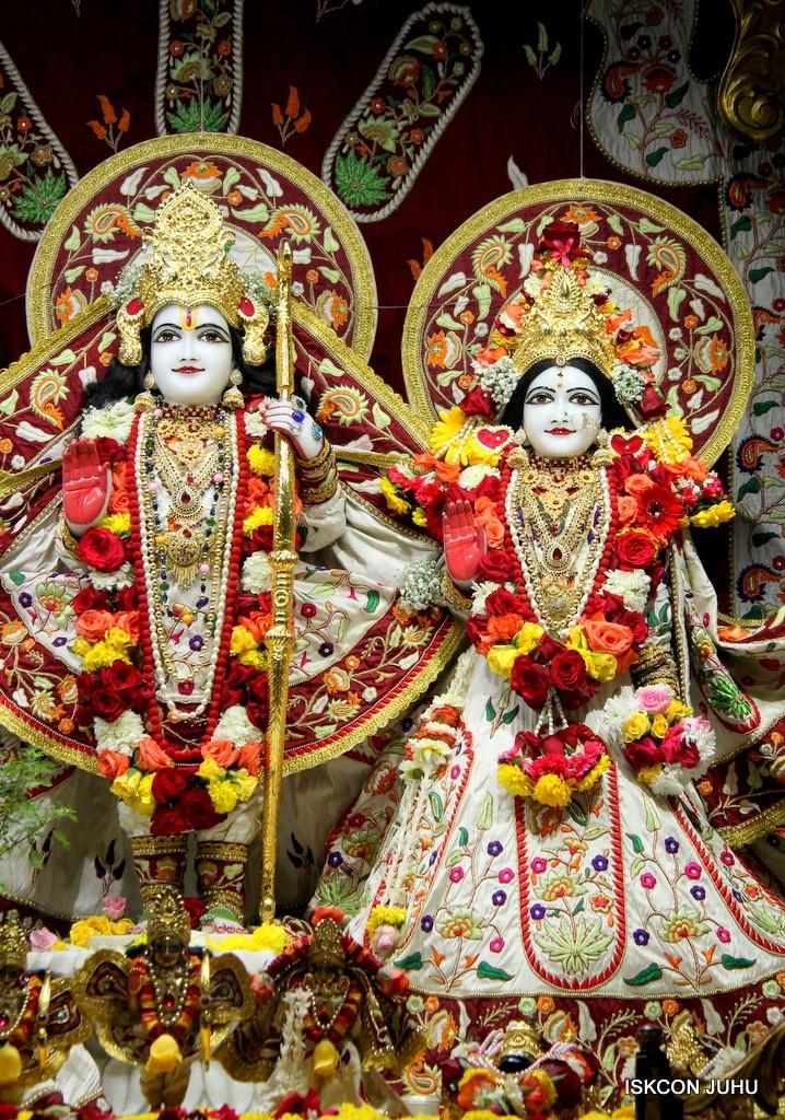 ISKCON Juhu Sringar Deity Darshan on 2nd Jan 2017 (22)