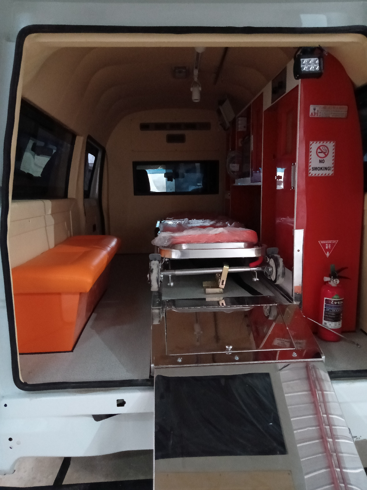 Showroom Karoseri Ambulance Isuzu Bekasi