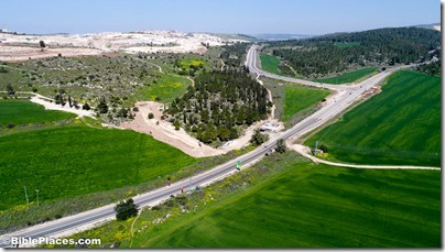 Roman road near Elah Valley aerial from south, ws030817228