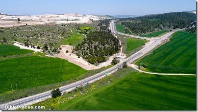 Roman road near Elah Valley aerial from south, ws030817228