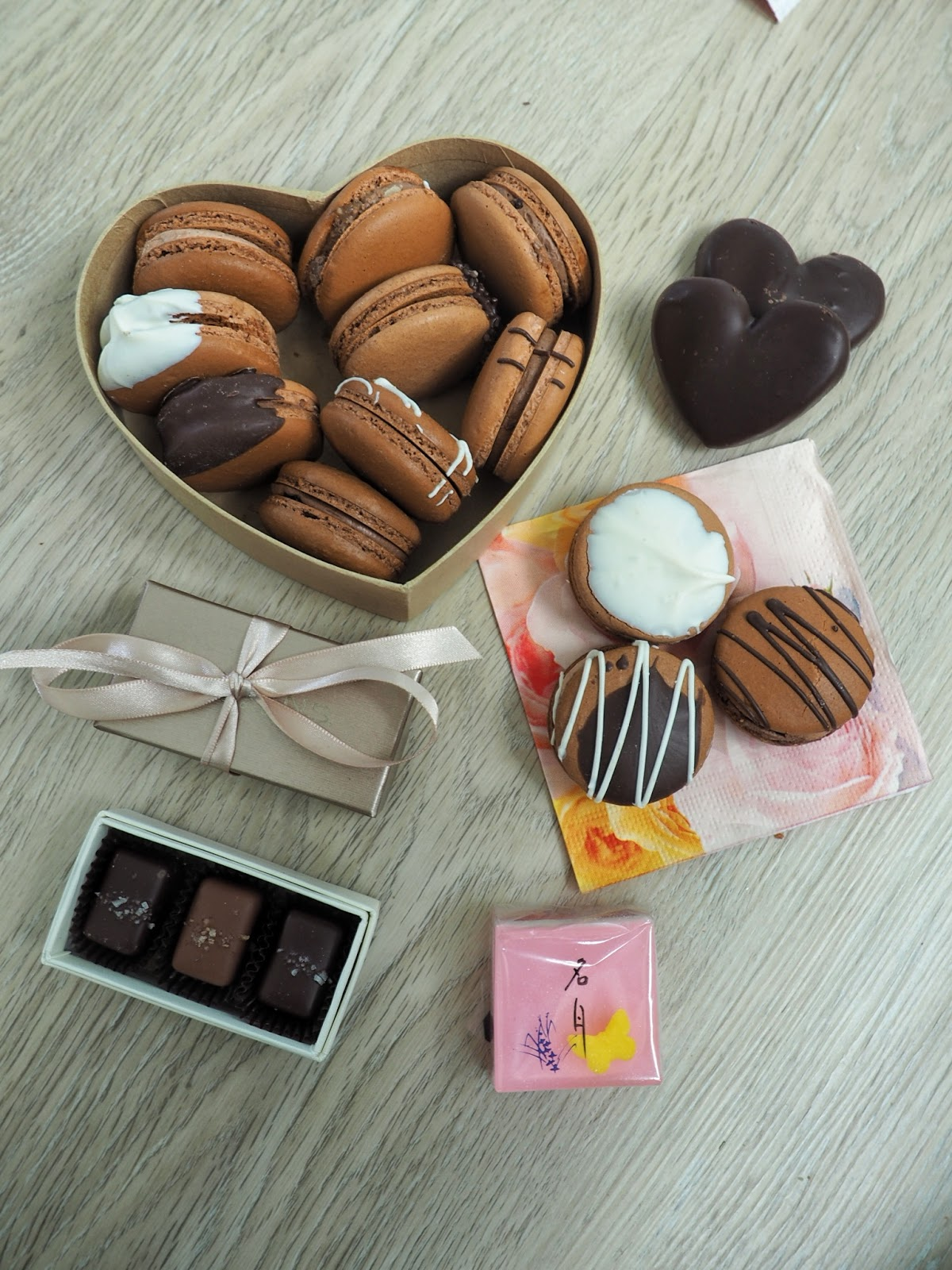 seattle blogger lifestyle beauty french macarons bells pastries frans salted caramels