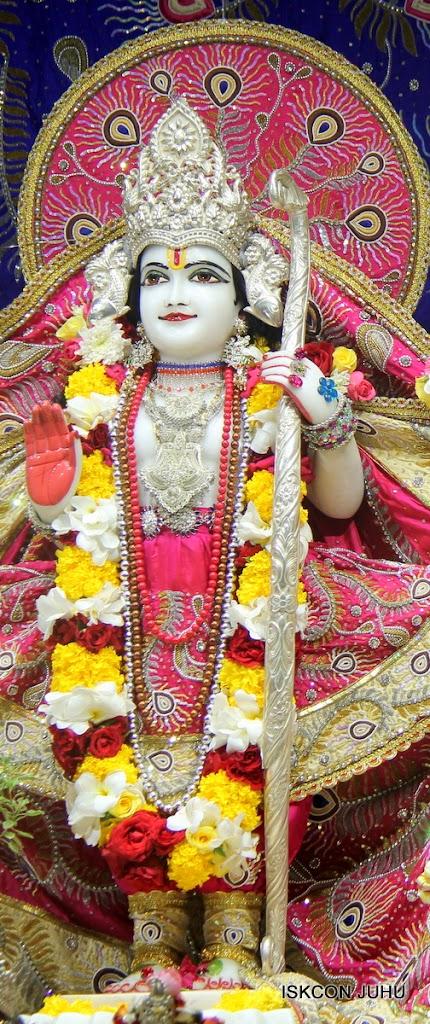 ISKCON Juhu Sringar Deity Darshan on 27th April 2016 (33)