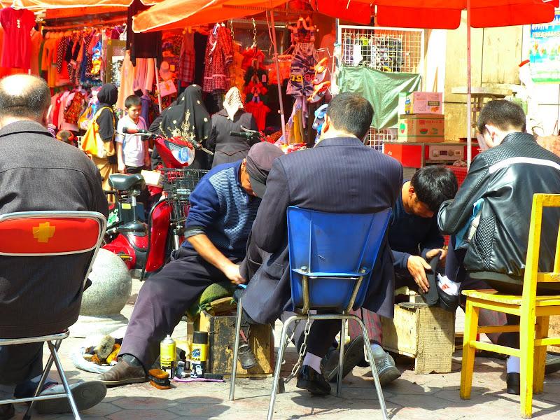 XINJIANG. Urumqi, Grand Bazar, 8 avril - P1270326.JPG