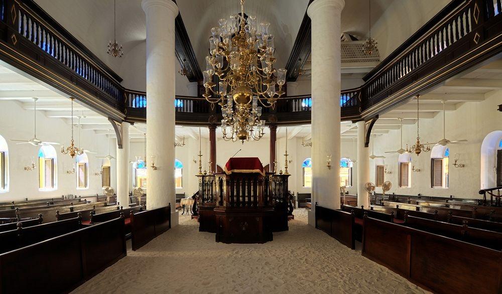 mikve-israel-emanuel-synagogue-2