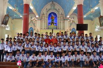 78 em thiếu nhi giáo xứ Như Sơn được lãnh nhận bí tích Thêm Sức