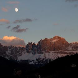 Rosengarten Abendrot Mond 20.10.10-5759.jpg