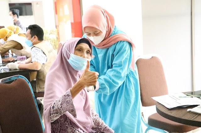Wujudkan Herd Immunity, OJK Bersama Bank Kalsel Kembali Gelar Vaksinasi di Barabai