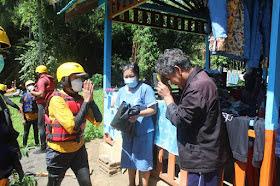 Polres Minut Salurkan Bantuan Sembako Hingga Ke Warga Di Bantaran Sungai