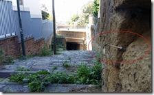 Il degrado sulle scalinate storiche di Capodimonte