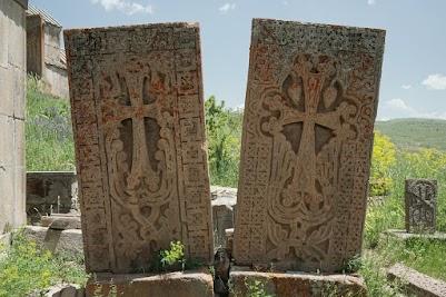 Kreuzsteine im Kloster Ts'aghats' Khar