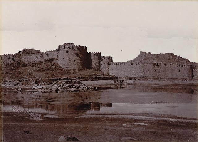 Hyderabad - Rare Pictures - Golconda%2BFort%2B1902-03.jpg