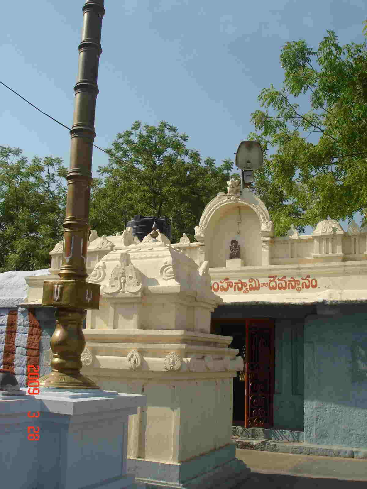 Vadapalli Lakshmi Narasimha Swami Temple, Dwajasthambam