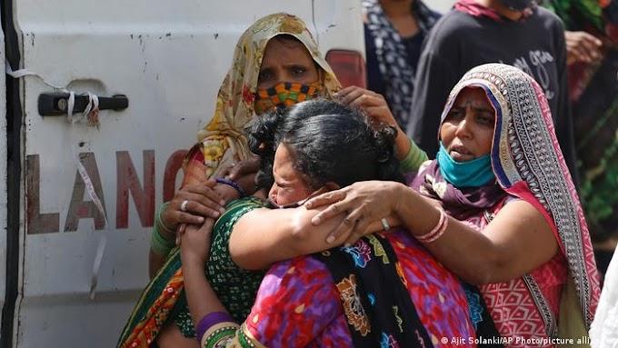 India reportó casi cuatro mil muertos por Covid y más 400 mil nuevos contagios en 24 horas.
