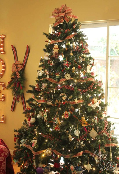 Country style christmas tree in browns and reds