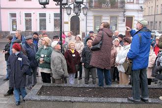 Photo: Grupa uczestników Zlotu na Starym Rynku podczas zwiedzania Środy Wlkp.