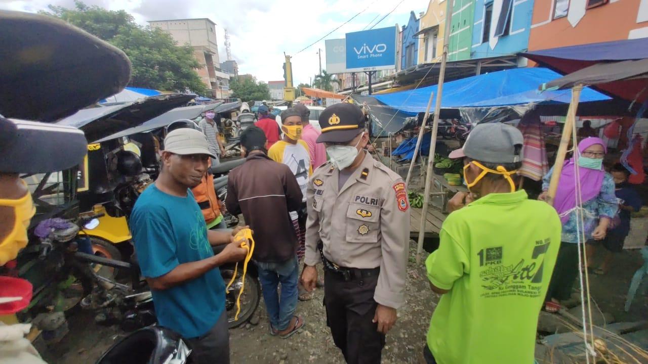 Sat Binmas Polres Soppeng Bagi Masker Serta Himbauan Kamtibmas dan Pencegahan Covid 19
