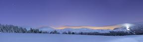 LE TRAVAIL DES DAMEUSES   Les Moints-Jura depuis les Molunes (39), à 1 heure du matin -  Panoramique 5 images