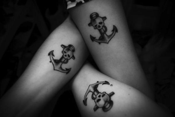 ncora_com_tatuagens_de_caveira
