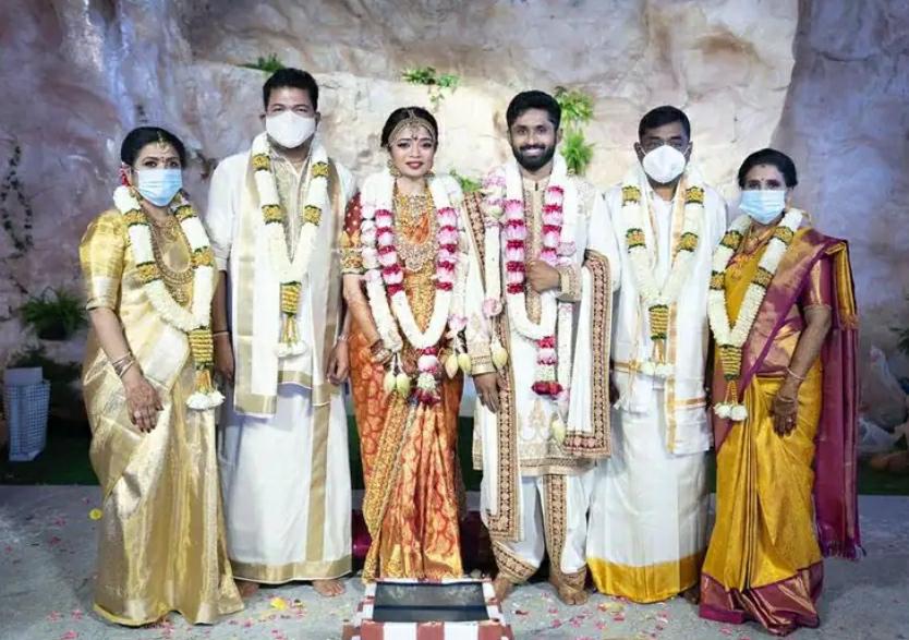 ಪುತ್ರಿಯ ಸರಳ ಮದುವೆಗೆ 10 ಕೋಟಿ ರೂ ಖರ್ಚು ಮಾಡಿದ ನಿರ್ದೇಶಕ.!!